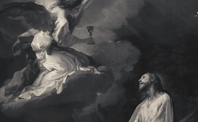 На фото ангел, который летит с чашей к святому.