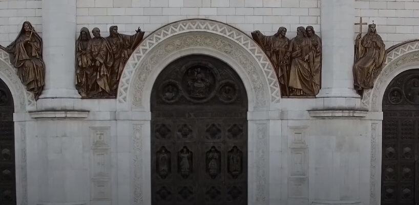 Стены храма Христа Спасителя.