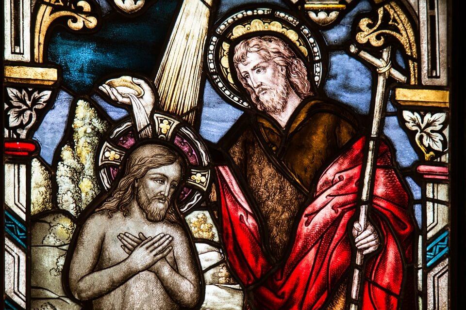 На фото изображено крещение Иисуса Христа.