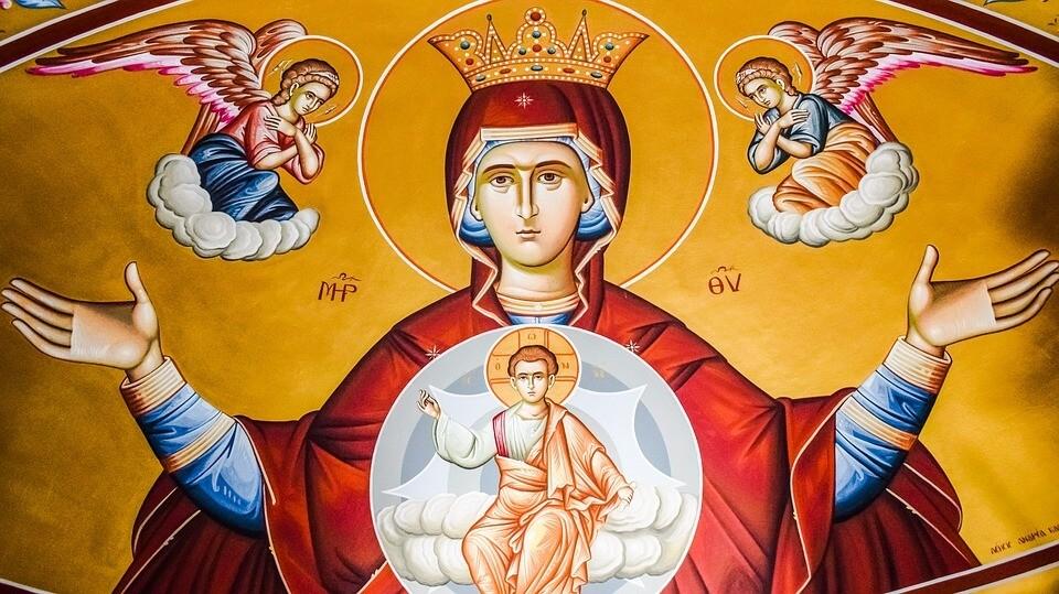 На фото изображена икона Богородицы.